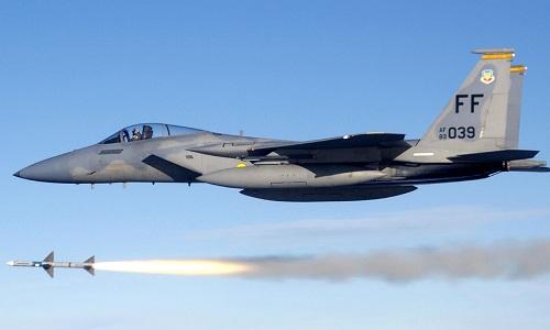Tiêm kích F-15 của Mỹ diễn tập phóng tên lửa: Ảnh:US Air Force.