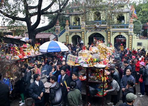 Lễ hội đền bà Chúa Kho luôn đông khách. Ảnh minh họa: Bá Đô