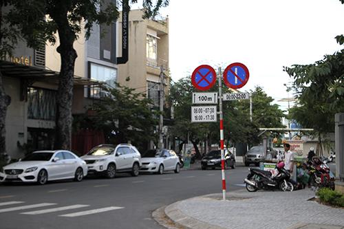 Thành phố đã áp dụng nhiều biện pháp như quy hoạch lại đường một chiều, đỗ xe theo ngày chẵn lẻ nhưng khu vực trung tâm vẫnùn tắc giờ cao điểm. Ảnh:Nguyễn Đông.