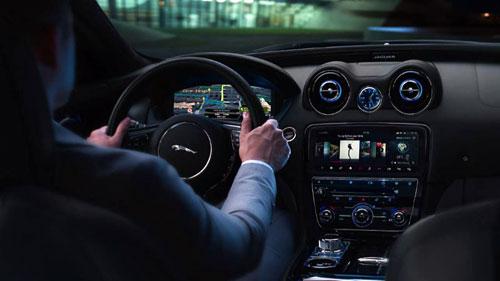 Hiệu suất mạnh mẽ đặc trưng nhà báo gấm Jaguar.