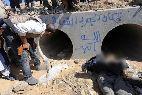 Ống cống nơi Gaddafi bị quân nổi dậy phát hiện và sát hại. Ảnh: Reuters.