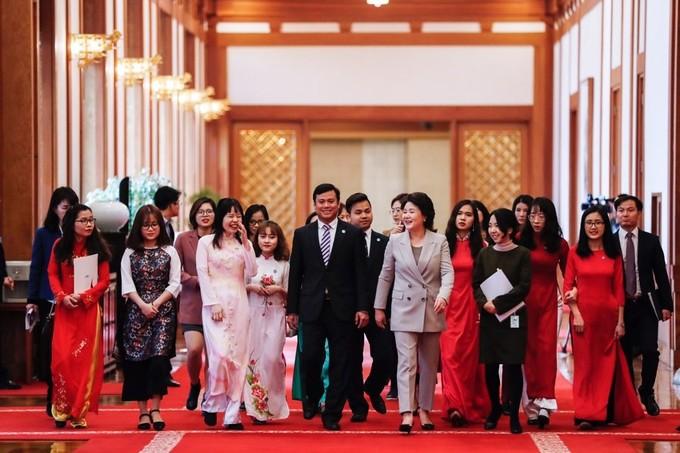 Đệ nhất phu nhân Hàn Quốc dẫn sinh viên Việt Nam tham quan phủ tổng thống