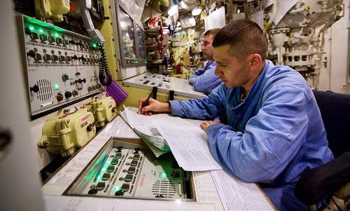 Bàn điều khiển tổ hợp vũ khí trên tàu Novorossiysk. Ảnh: Andrei Stanavov.