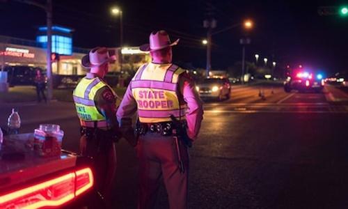 Cảnh sát canh gác tại hiện trường một vụ nổ ở Austin. Ảnh: Anadolu Agency.