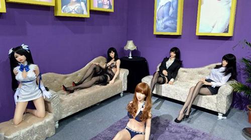 Nhà thổ búp bê tình dục ở Anh. Ảnh: AFP