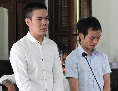 Hai bị cáo Thành và Hiếu tại tòa. Ảnh: Đức Hùng