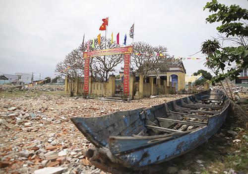 Một khu di tích bên trong dự án được giữ lại và dự kiến sẽ có lối cho dân qua lại. Ảnh: Nguyễn Đông.