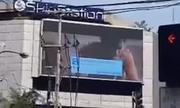 Video khiêu dâm xuất hiện giữa đường phố Philippines