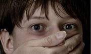 Trẻ có nguy cơ bị bắt cóc nếu cha mẹ đăng ảnh lên Facebook