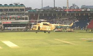 Quân đội Pakistan điều trực thăng hong khô sân vận động
