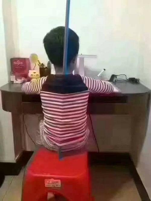 Cách để luôn giữ thẳng lưng khi ngồi học.
