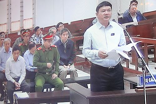 Ông Thăng trình tự bào chữa trước khi 5 luật sư của mình trình bày. Ảnh chụp qua màn hình