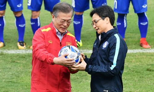 Tổng thống Hàn Quốc giao lưu cùng đội tuyển U23 Việt Nam