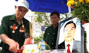 Người dân Củ Chi lập bàn thờ dọc đường đón linh cữu nguyên Thủ tướng Phan Văn Khải