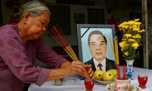 Người dân Củ Chi lập bàn thờ tiễn biệt nguyên Thủ tướng Phan Văn Khải