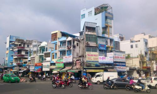 Hoàn cảnh sống buộc người Việt chen chúc mua nhà mặt tiền