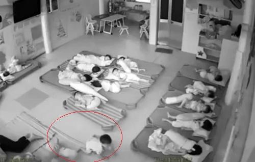 Hai cô giáo mầm non ở Vũng Tàu bị sa thải vì đạp bé trai