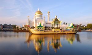 Nước nào có biên giới trên bộ duy nhất với Malaysia?