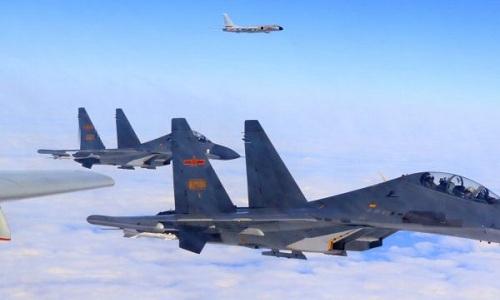 Các máy bay chiến đấu Trung Quốc trong một đợt diễn tập. Ảnh:Xinhua.