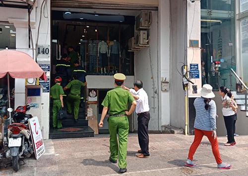 Nam thanh niên bị thang máy toà nhà ở Sài Gòn kẹp cổ