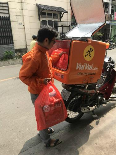 Trang thương mại điện tử Vuivui.com cung cấp dịch vụ giao hàng giúp khách mua sắm tiện lợi