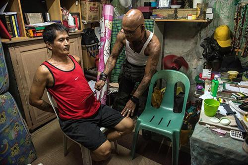 Giáo phái Philippines ban sức mạnh siêu nhiên bằng mã tấu