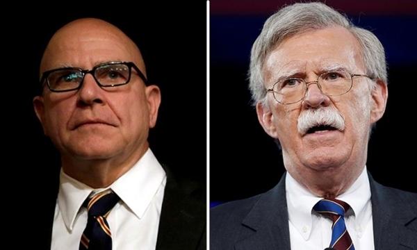 Cố vấn an ninh quốc gia Mỹ H.R. McMaster (trái) và John Bolton, cựu đại sứ Mỹ tại Liên hợp Quốc