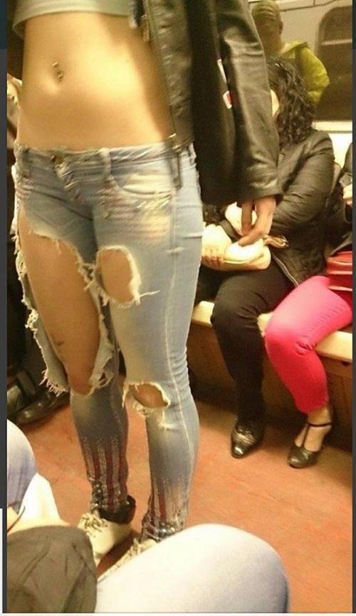 Mốt quần jeans của chị em được cánh mày râu nhiệt tình ủng hộ.