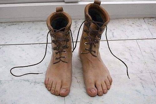 Mẫu giày mang cũng như không.