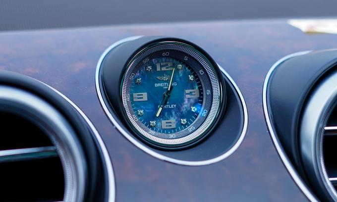 Xe siêu sang Bentley Bentayga màu lạ về Việt Nam