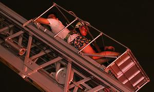 Đêm giải cứu hàng trăm người của lính cứu hỏa