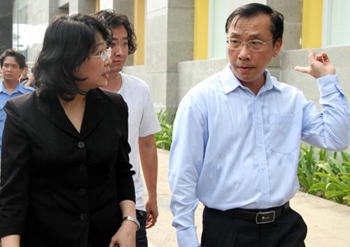Phó chủ tịch nước yêu cầu địa phương nhanh chóng ổn định đời sống cư dân. Ảnh: Mạnh Tùng.