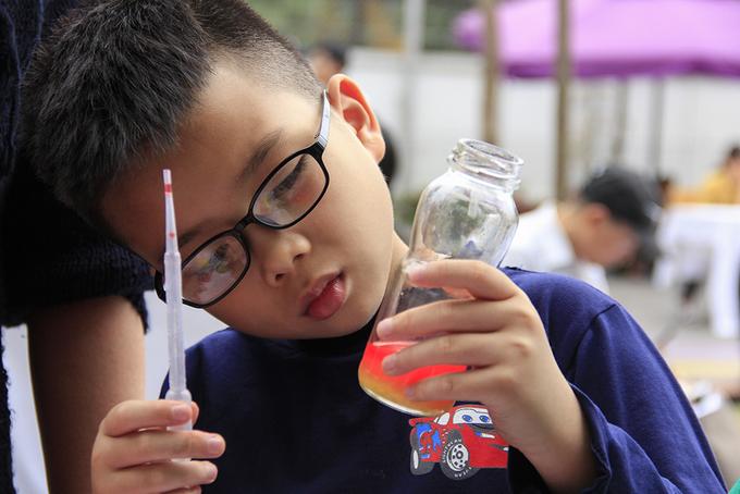 Hàng nghìn học sinh Hà Nội cùng thực hành thí nghiệm khoa học