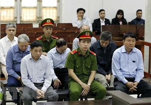 Các bị cáo tại TAND Hà Nội. Ảnh: TTXVN