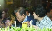 Tổng thống Hàn Quốc và phu nhân ăn phở trước khi rời Hà Nội