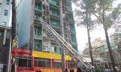 19 người được cứu khỏi khách sạn bốc cháy ở trung tâm Sài Gòn