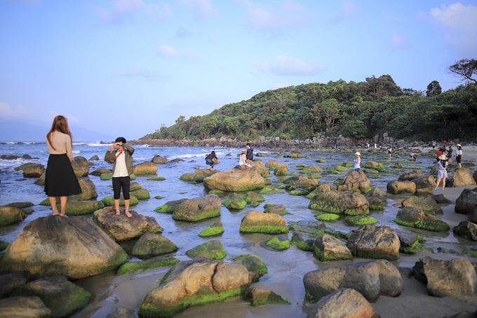 Dân đổ đến ghềnh đá rêu xanh ở Đà Nẵng