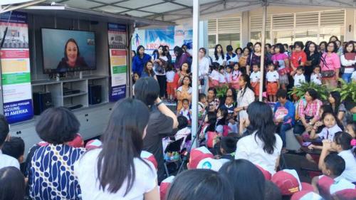 Lớp học trên xa tải ở Indonesia. Ảnh: BBC