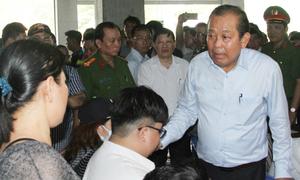 Cư dân Carina bật khóc khi Phó thủ tướng Trương Hòa Bình đến thăm