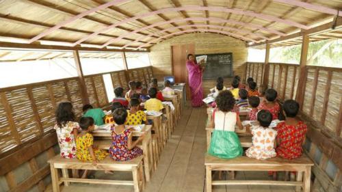 Bên trong lớp học trên thuyền ở Bangladesh. Ảnh: BBC