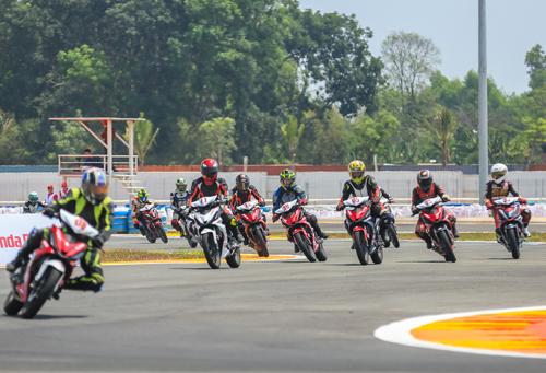 Giải đua đầu tiên được tổ chức vào ngày 25/3 tại trường đua Đại Nam, Bình Dương.