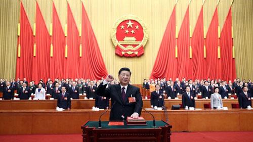 Ông Tập Cận Bình tuyên thệ khi tái đắc cử Chủ tịch Trung Quốc nhiệm kỳ hai. Ảnh: Xinhua.
