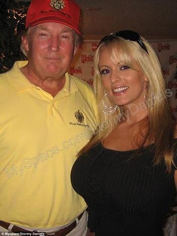 Stormy Daniels và ông Trump trong một bức ảnh không rõ ngày tháng. Ảnh: MySpace.