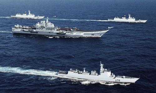 Tàu sân bay Liêu Ninh và biên đội hộ tống hoạt động trên biển. Ảnh:SCMP.