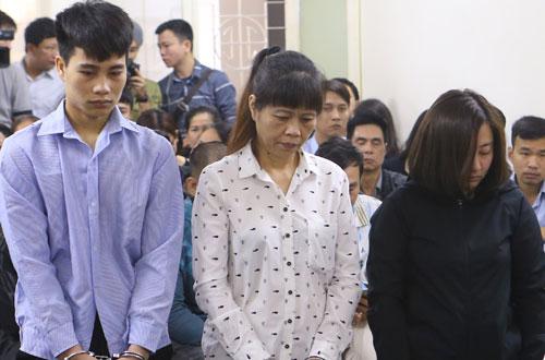 Các bị cáo Tuấn, Thì, Linh (từ trái qua) tại phiên tòa sơ thẩm.