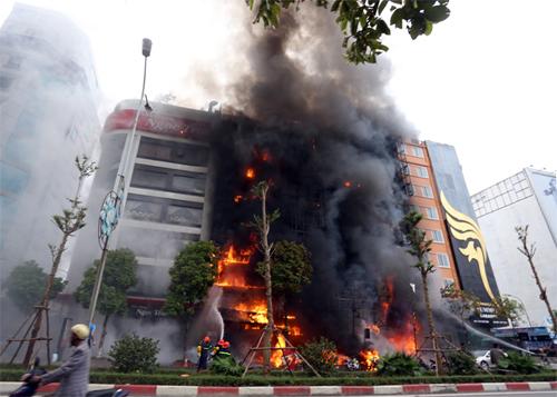 Quán karaoke rực lửa trong chiều 1/11/2016.