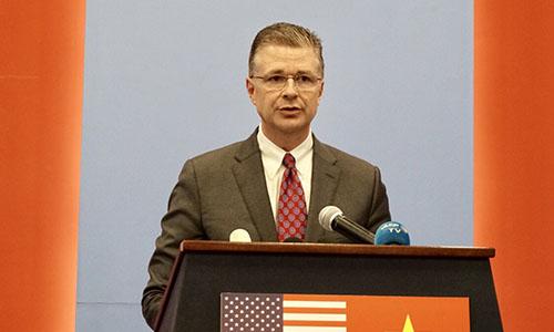 Đại sứ Mỹ tại Việt Nam Kritenbrink trong cuộc họp báo chiều nay. Ảnh: VA.