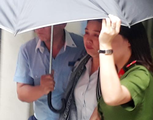 Nữ cán bộ Eximbank bị bắt hôm nay. Ảnh: Quốc Thắng.
