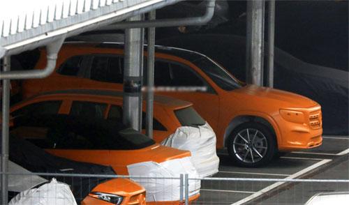 Mẫu xe mới của Mercedes bị bắt gặp trong quá trình thử nghiêm, hé lộ một số thông tin quan trọng. Ảnh: Carscoops.