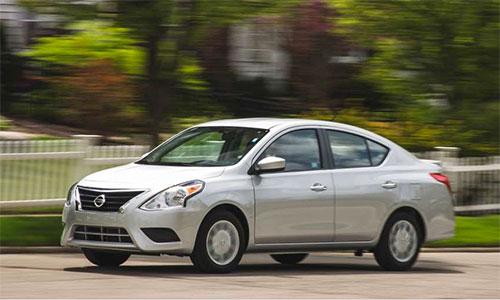 Nissan Versa S giá 13.000 USD.